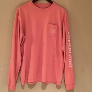 Men Vineyard vines T shirt